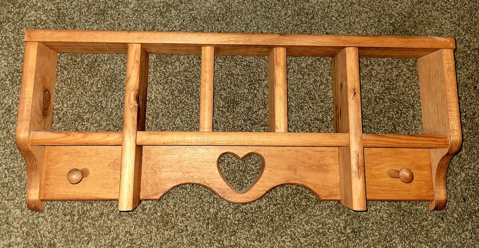 Heart wood shelf with hangers