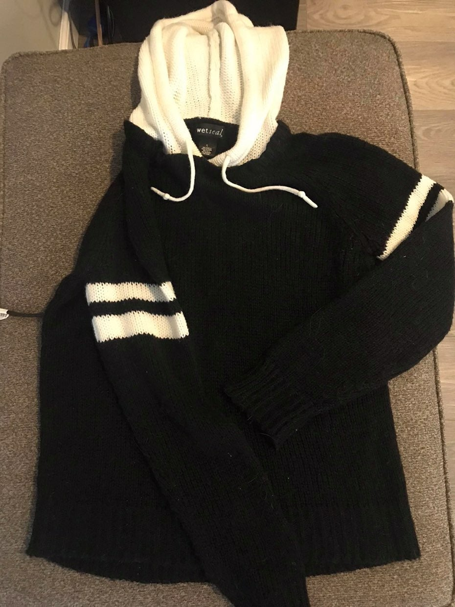 Wet seal Knit sweater