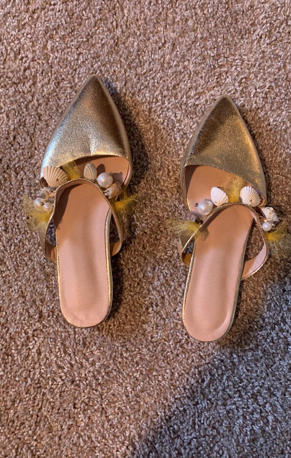 shell Sandals 8.5