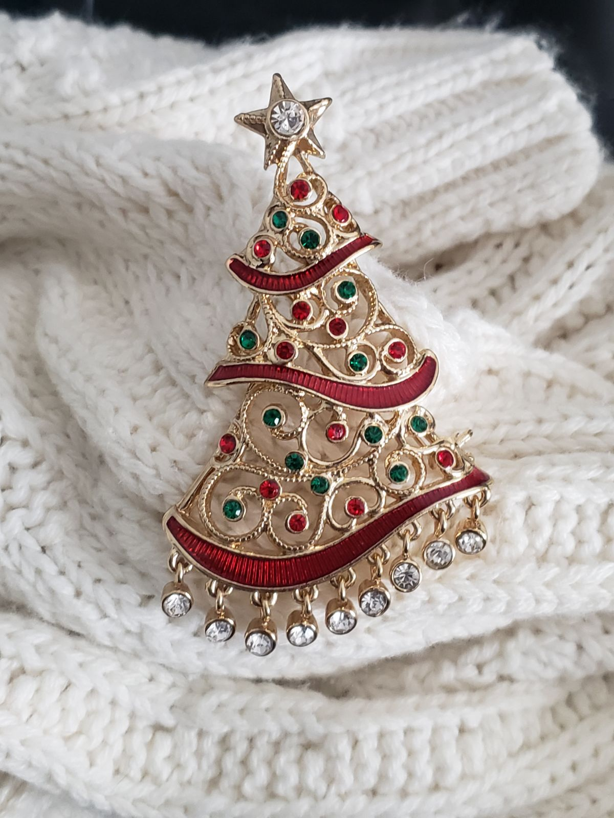 Christmas pin brooch Avon