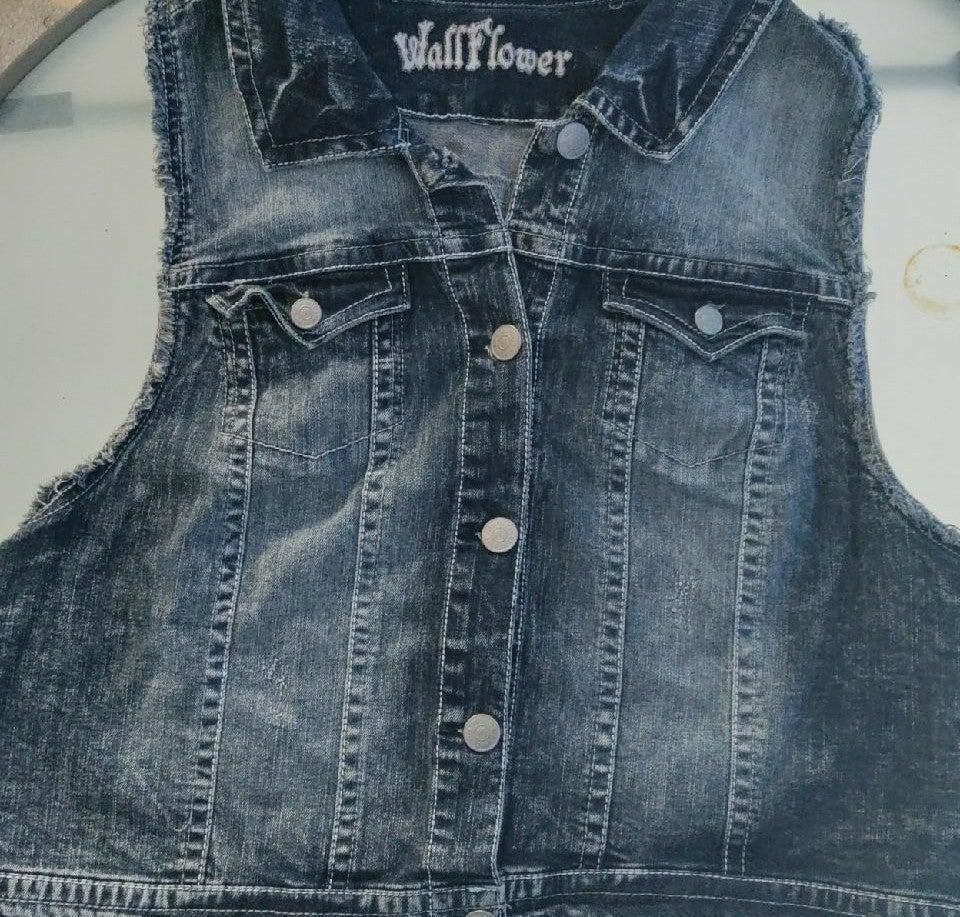WALLFLOWER Dark Wash DENIM VEST w//Faux Fur Collar JUNIOR SIZES  NWT