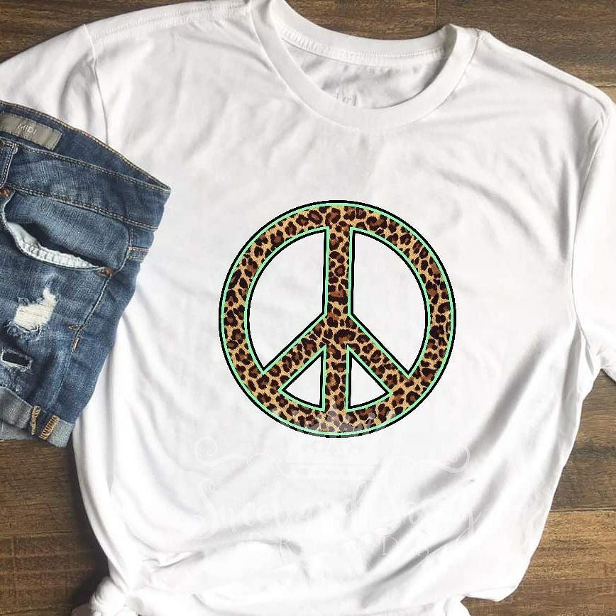 Leopard peace sign tshirt medium