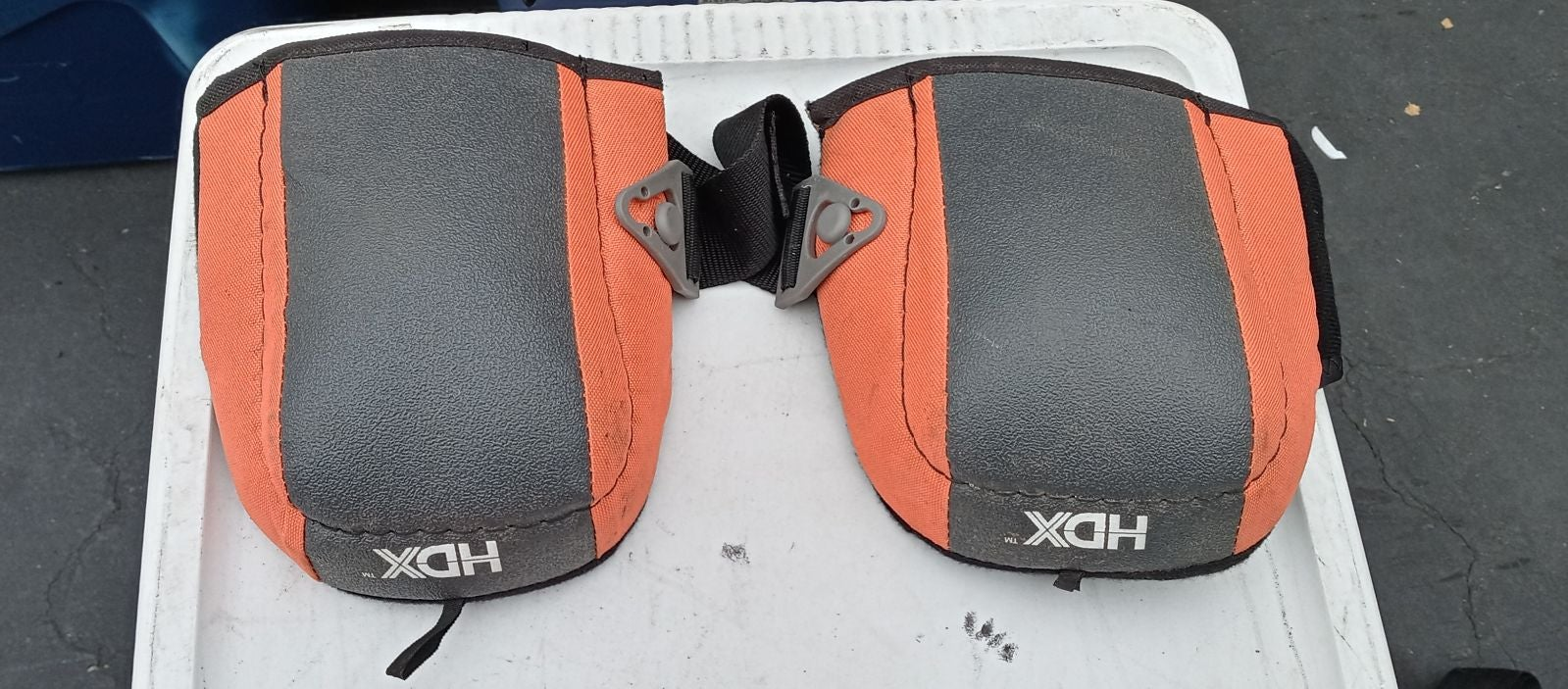 KNEE PADS WITH COMFORTABLE GRIP