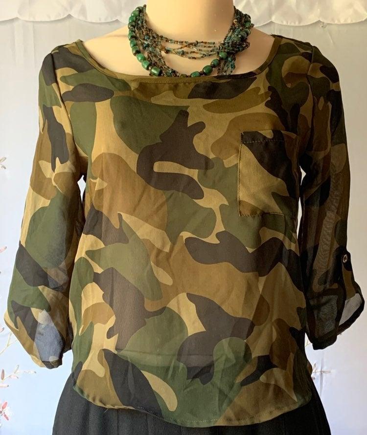 Camouflage chiffon military-style blous