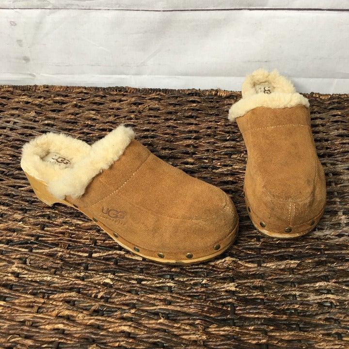 Ugg sz 7 Brown Sheepskin Leather Clogs