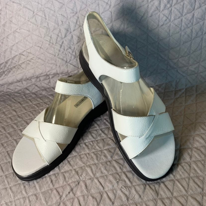 Easy Spirit White Leather sandals 9M