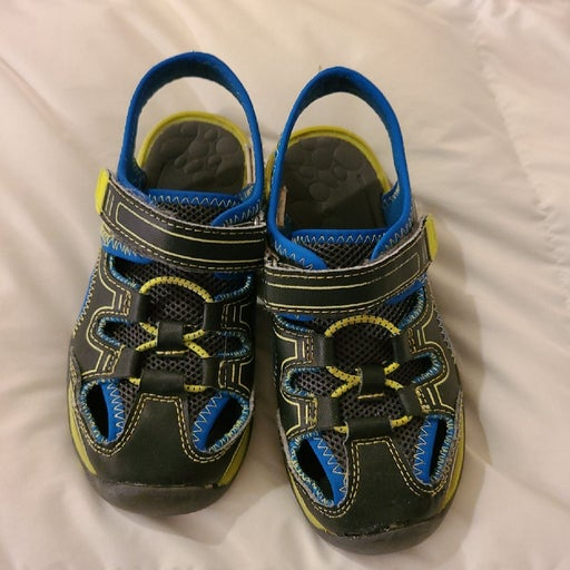 Oshkosh B'Gosh Boys water shoes