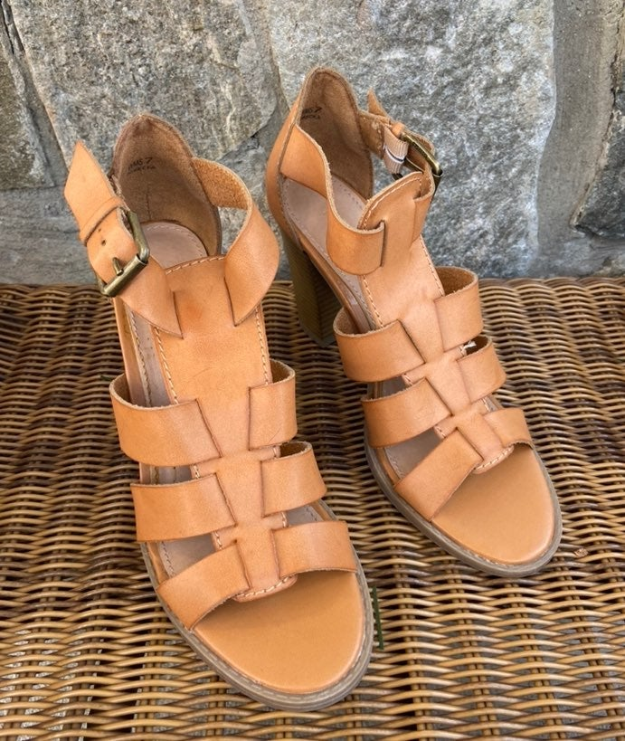 ❣️ Report Sandals Size 7