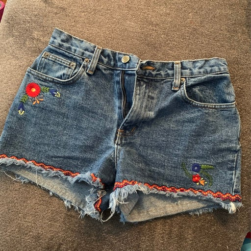 Vintage LEI Embroidered Jean shorts