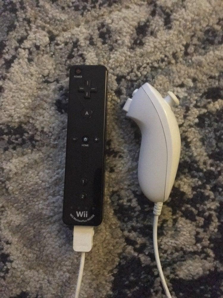 Nintendo Wii Motion Plus Remote/Nunchuck