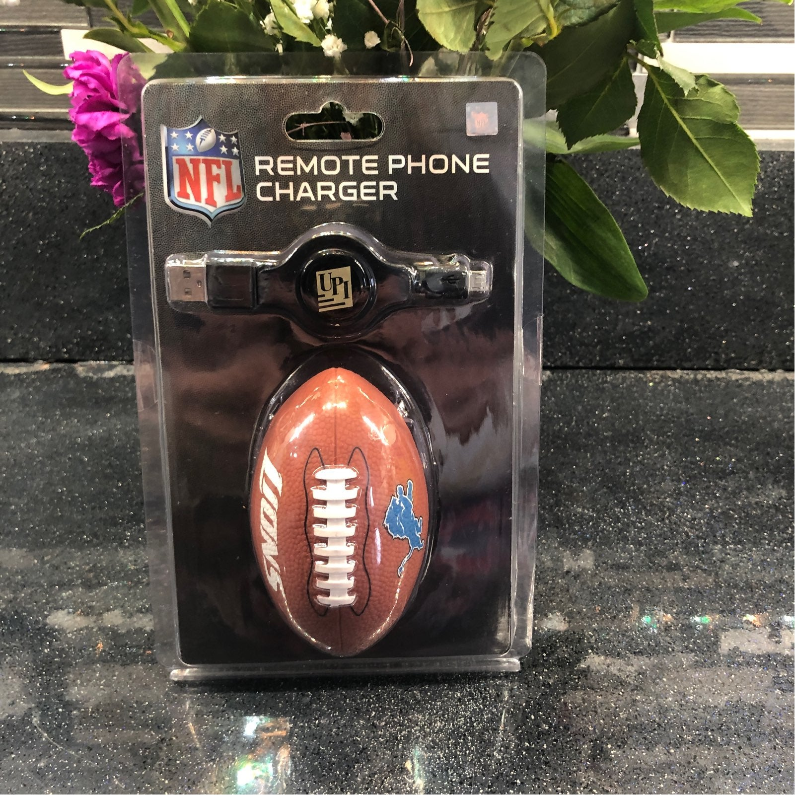 Remote portable phone charger Lions