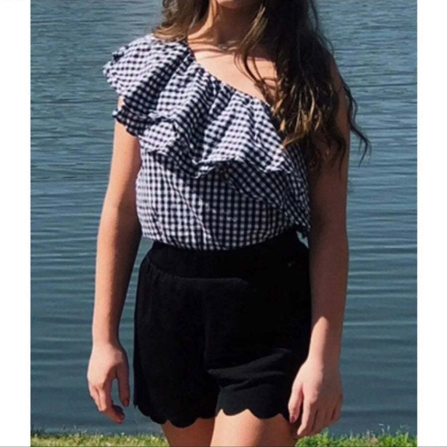 One shoulder ruffle gingham blouse