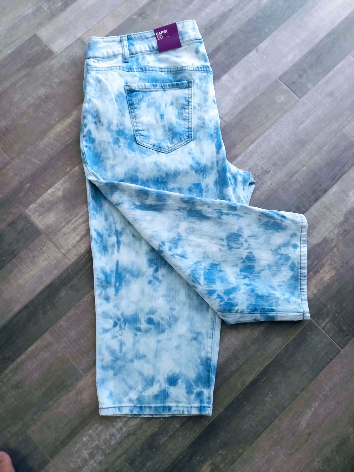 NWT Lane Bryant Bleach Tie-Dye Capri