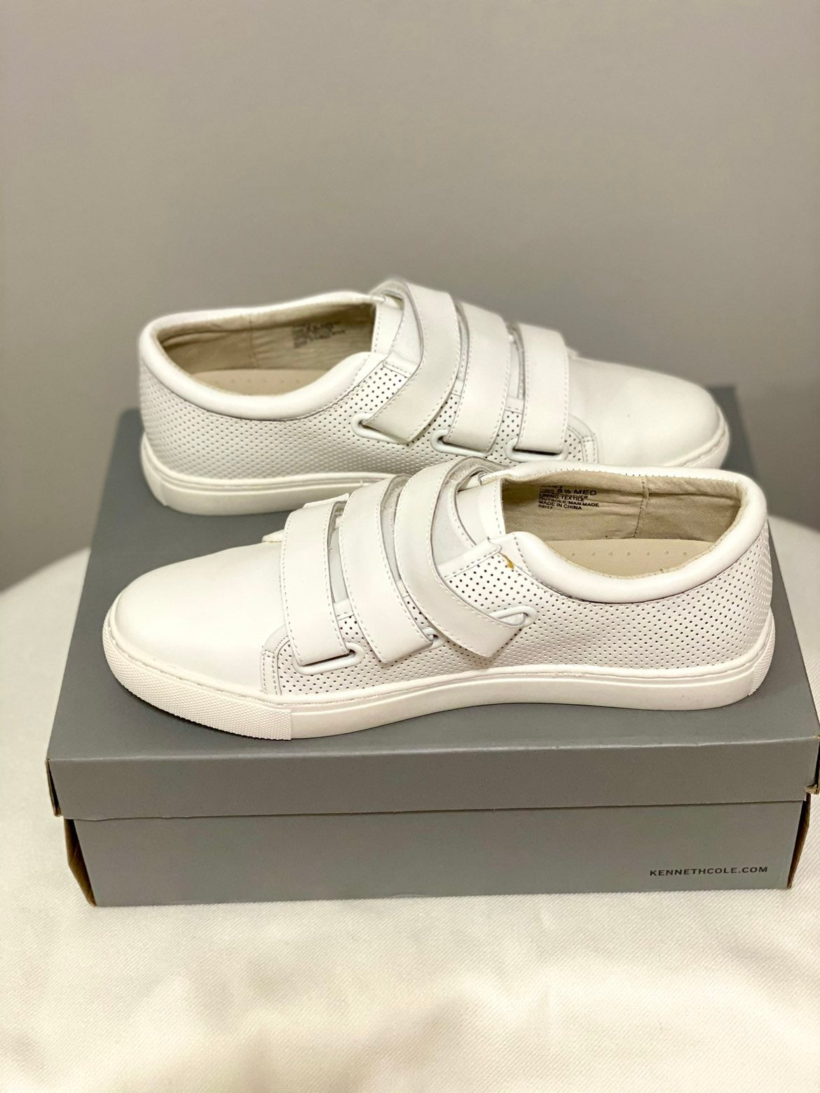 Kenneth Cole Reaction white sneakers