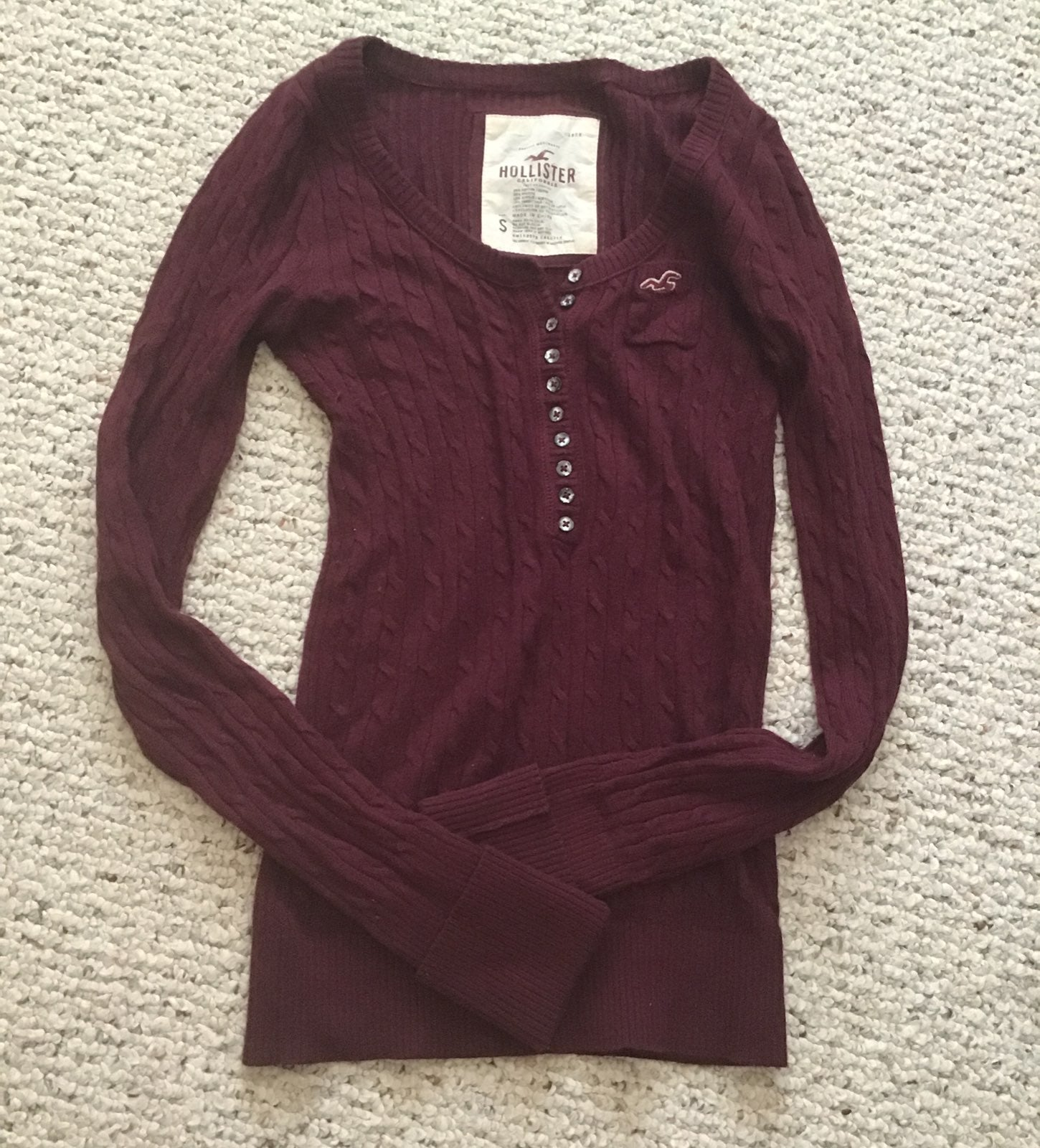 Hollister maroon sweater
