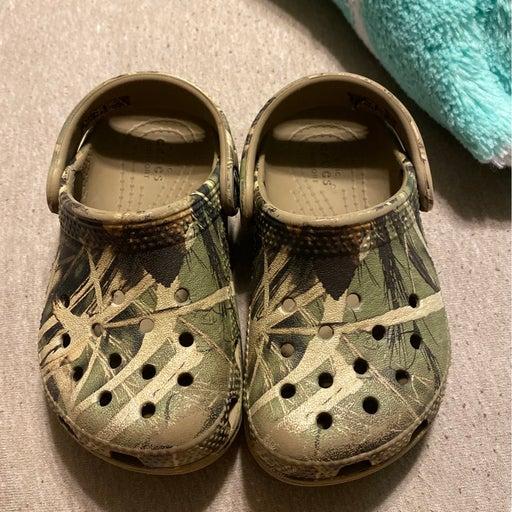 Crocs size 7 toddler