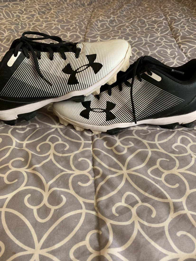 Boys Under Armour baseball cleats