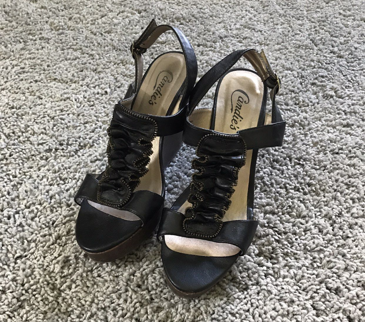 NWOT Candies Wedges