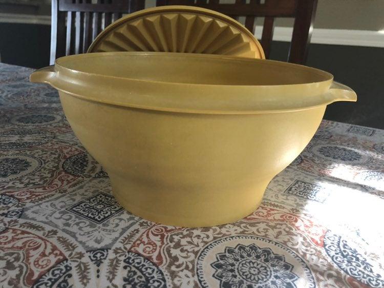 Vintage Tupperware Lg Salad bowl