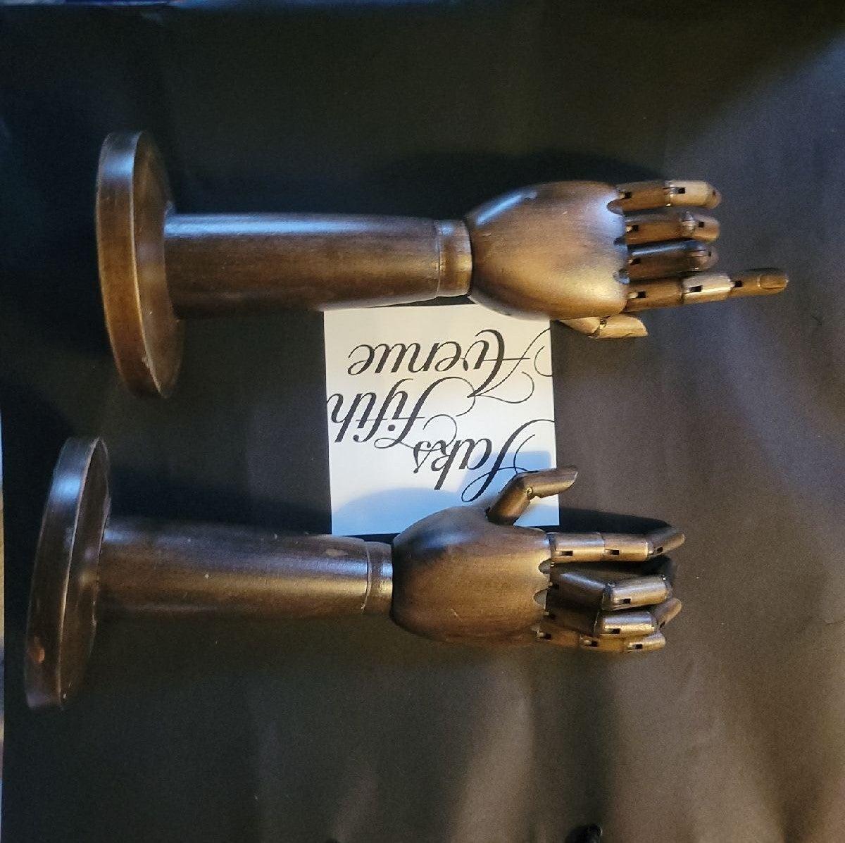 Burberry wooden hands decor