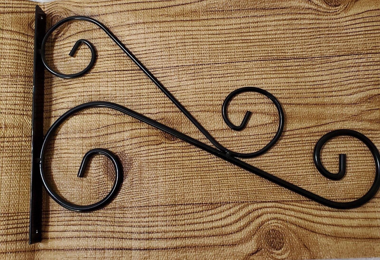 Decorativte scroll plant hanger
