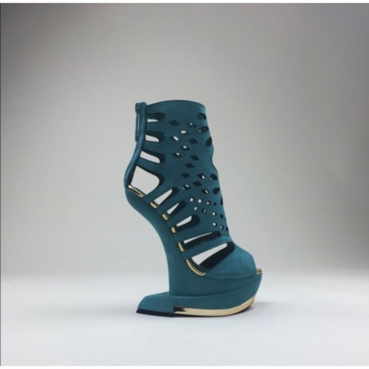 Privileged Banet Heel Less Cut Out Curve