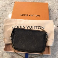 3a01088450d1 Louis Vuitton Mini Pochette