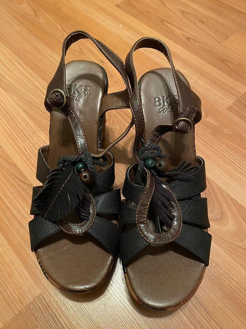 NWOT BKE Sole platform sandals