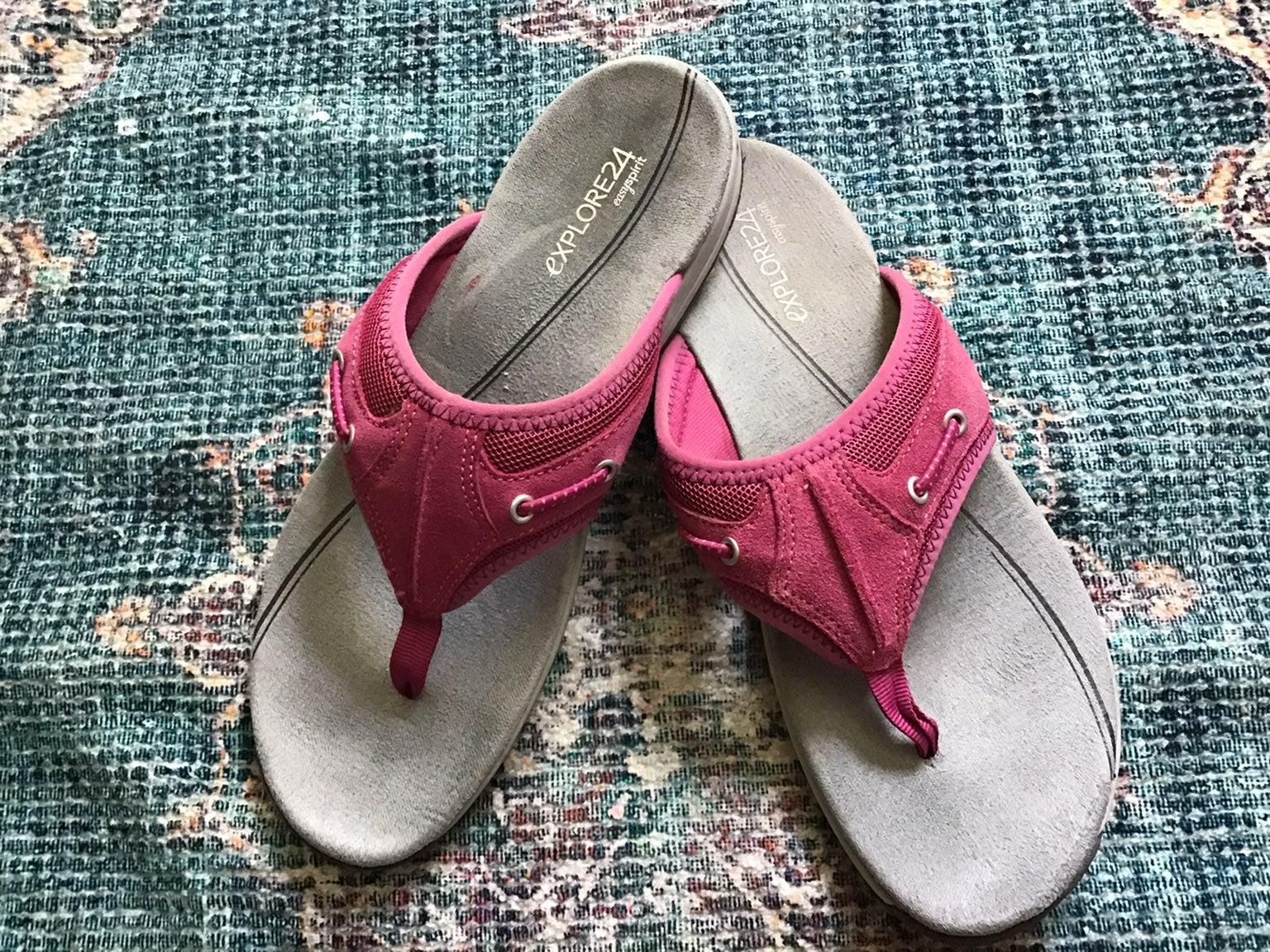 Easy Spirit thong sandals