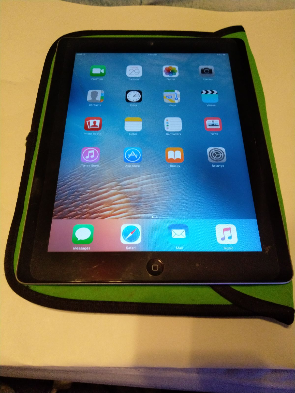 iPad 2nd generation Black 16 GB