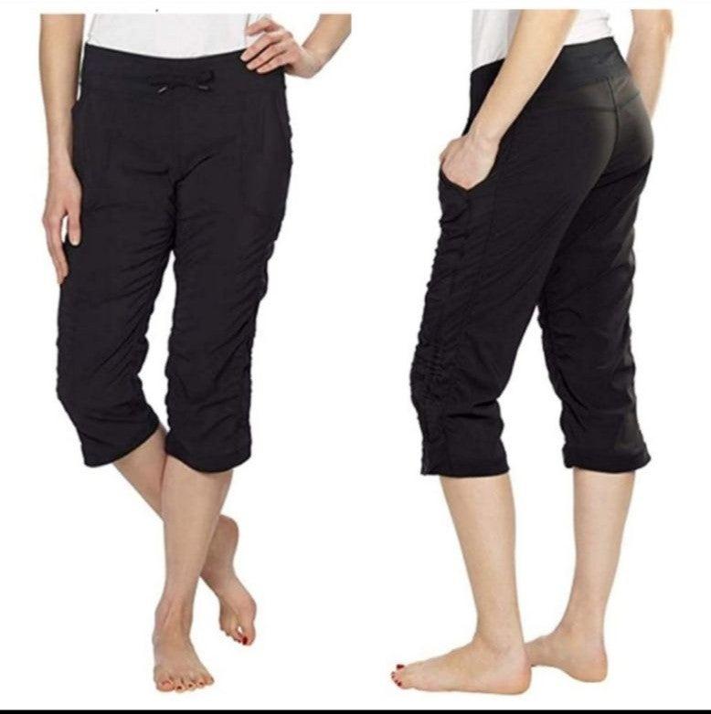 Kirkland active capri pants large