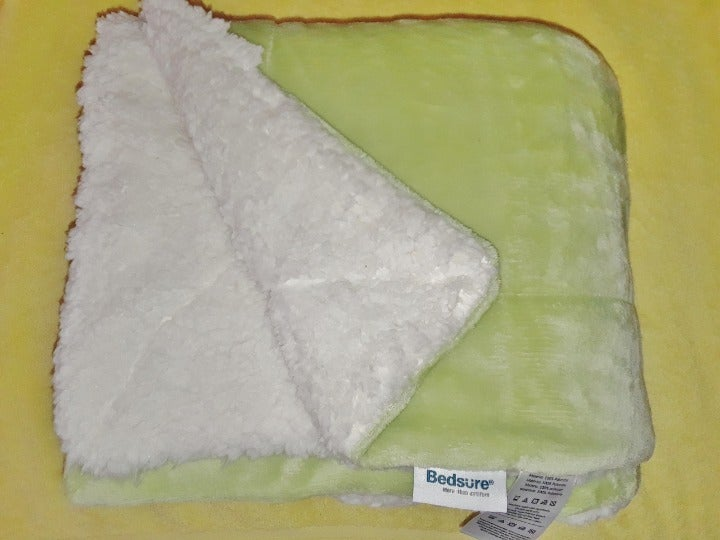 Bedsure Sherpa Fleece Blanket Throw Size