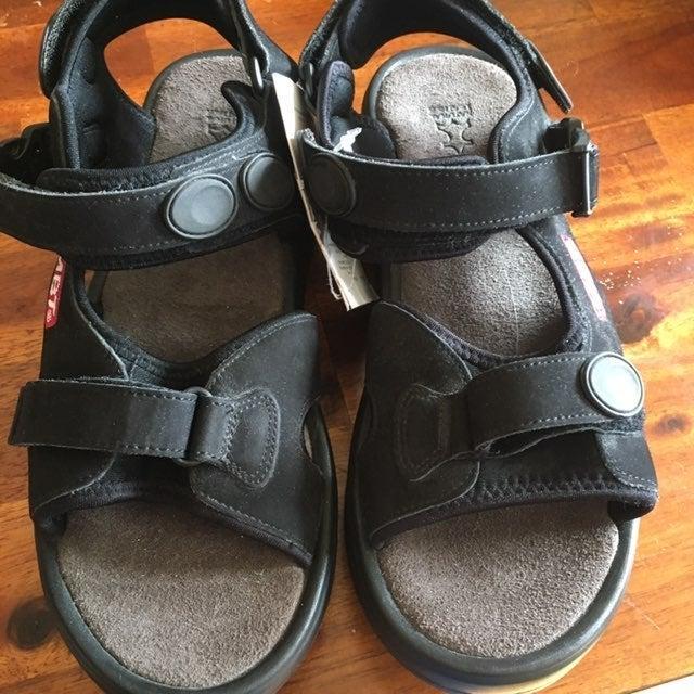 MBT Kisumu black sandals