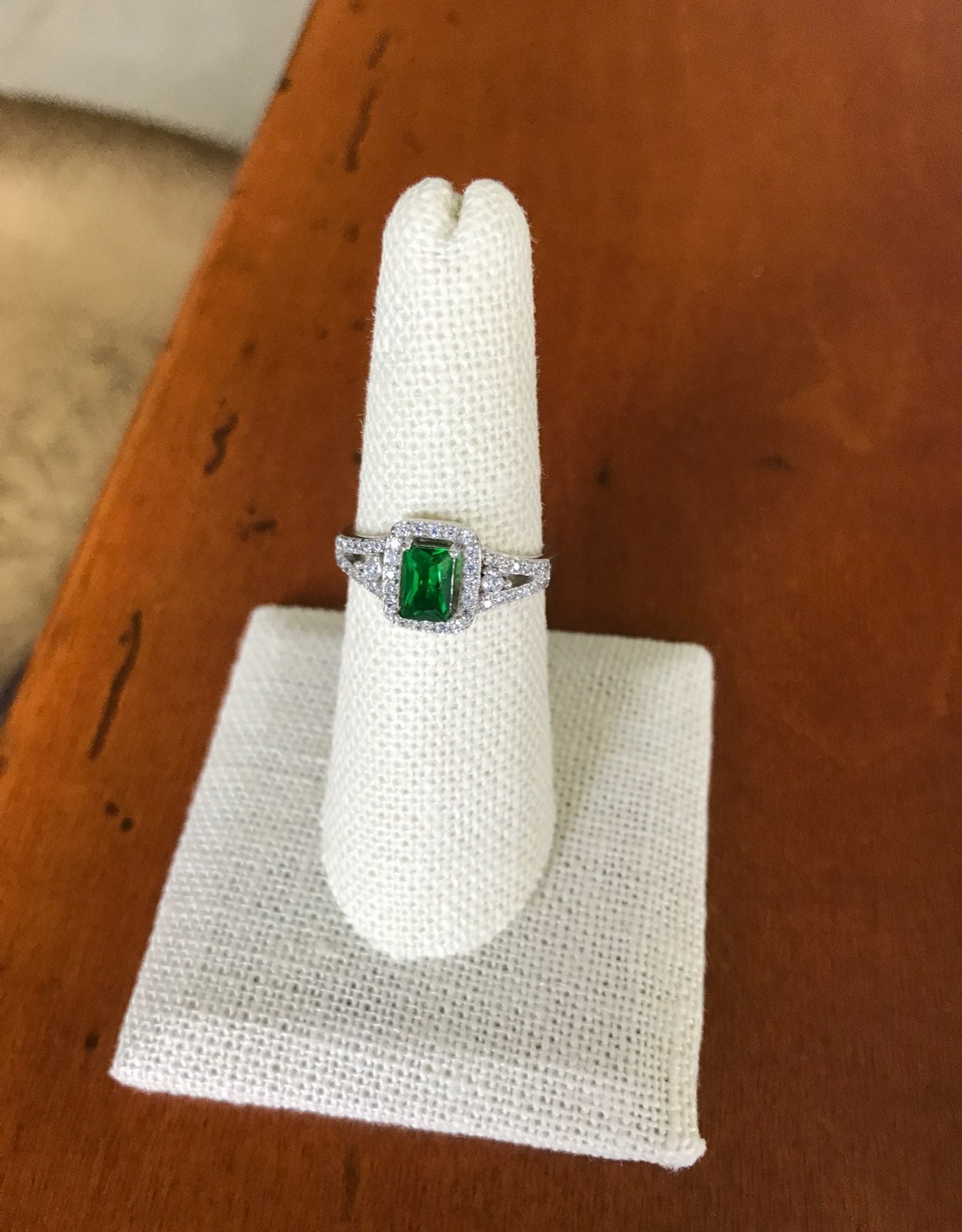 """Vintage """"Lady Di"""" Style Ring"""