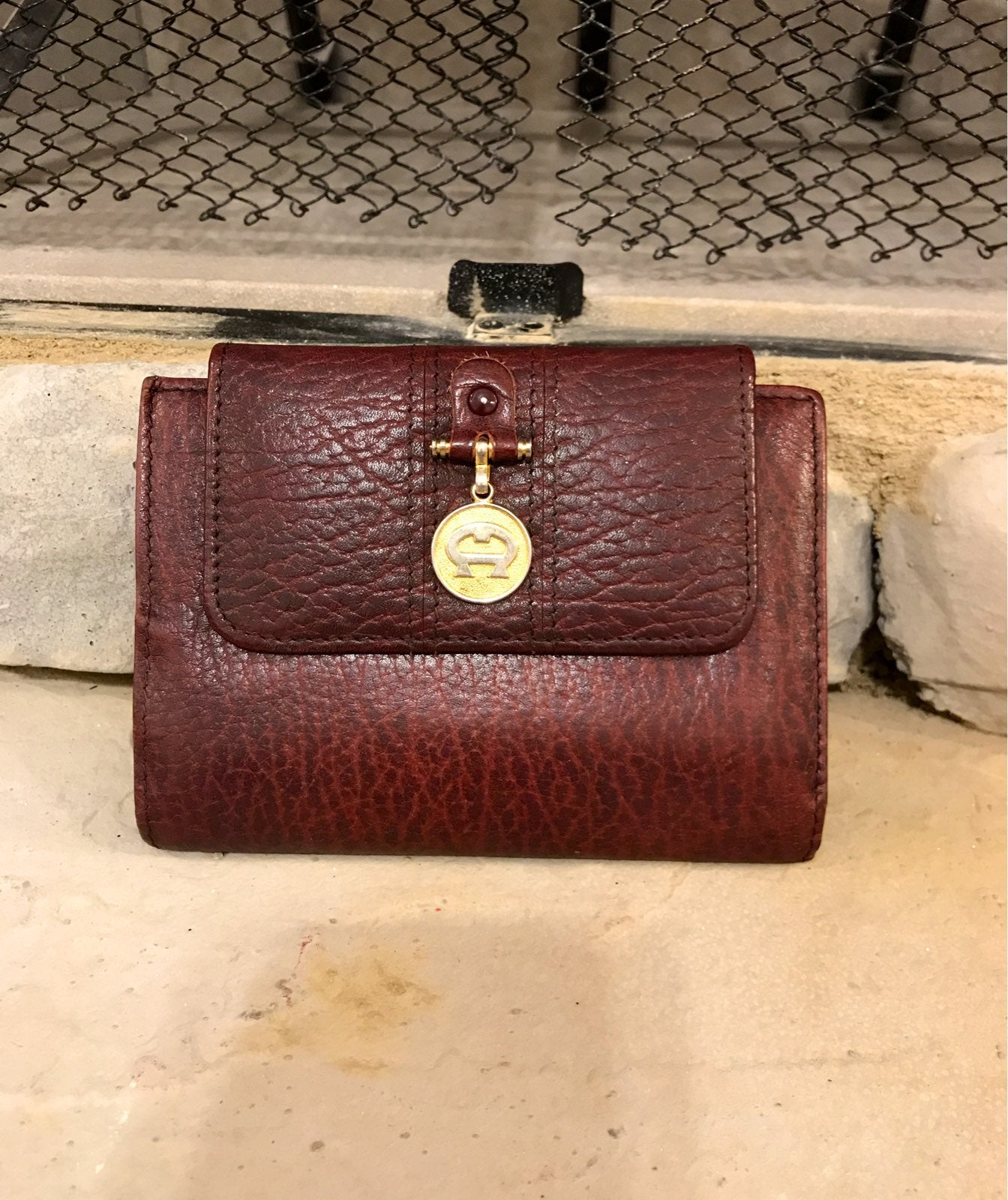 etienne aigner leather wallet