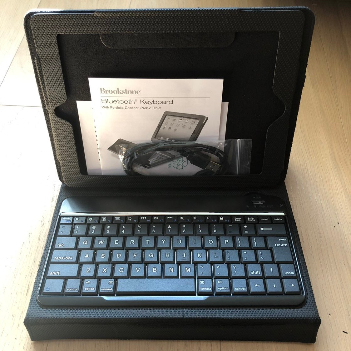 Bluetooth Keyboard & iPad 2 black case