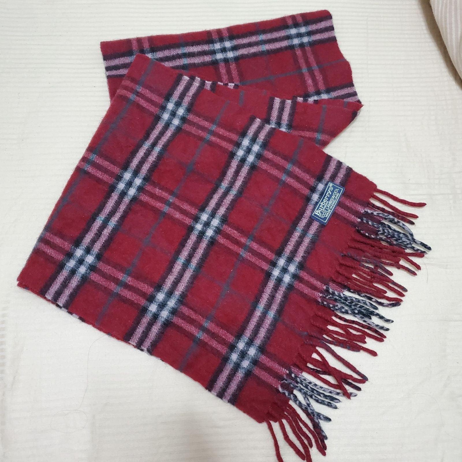Burbberys Lambswool scarf.