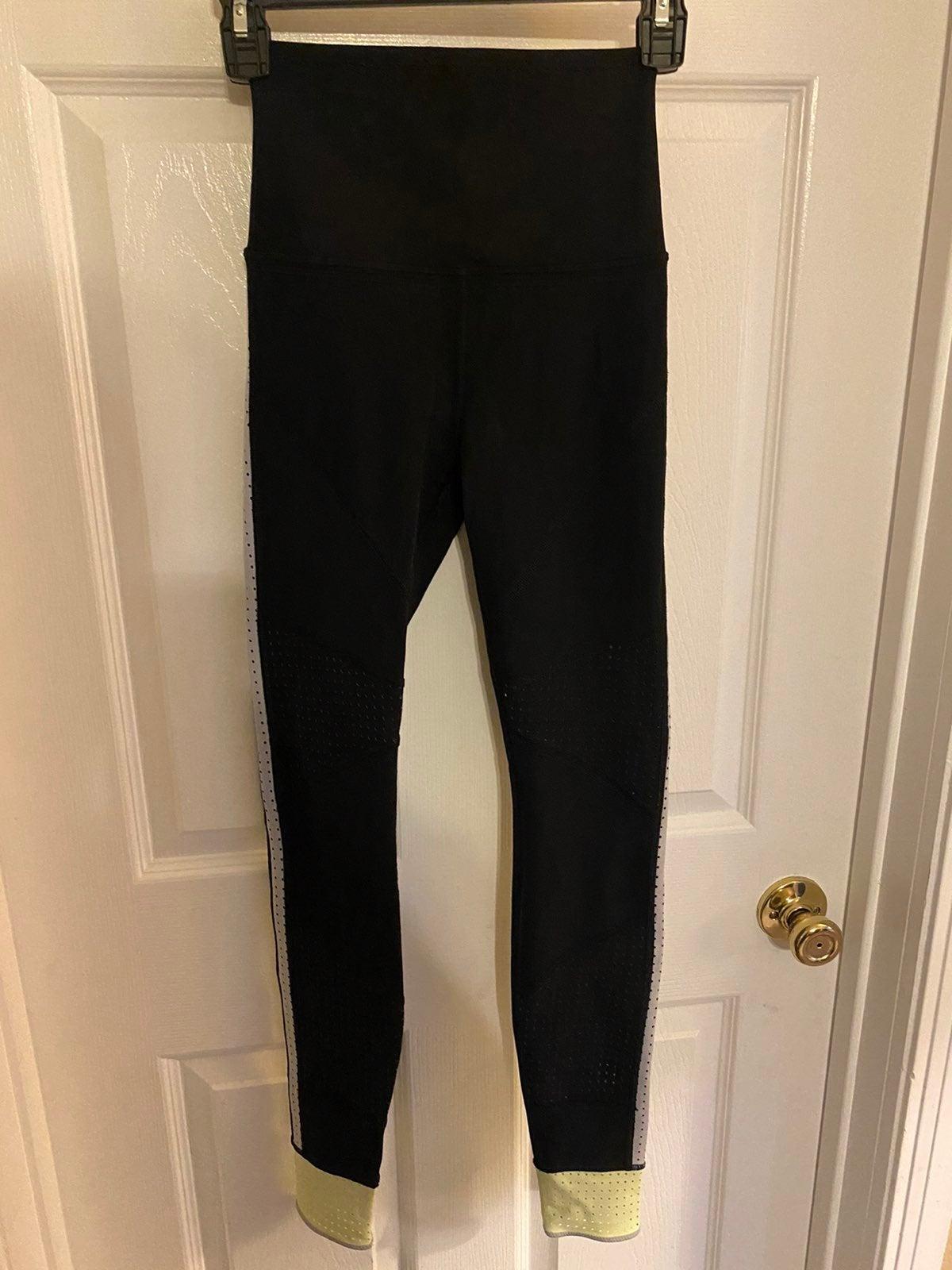 Lululemon sz 6 leggings with zipper