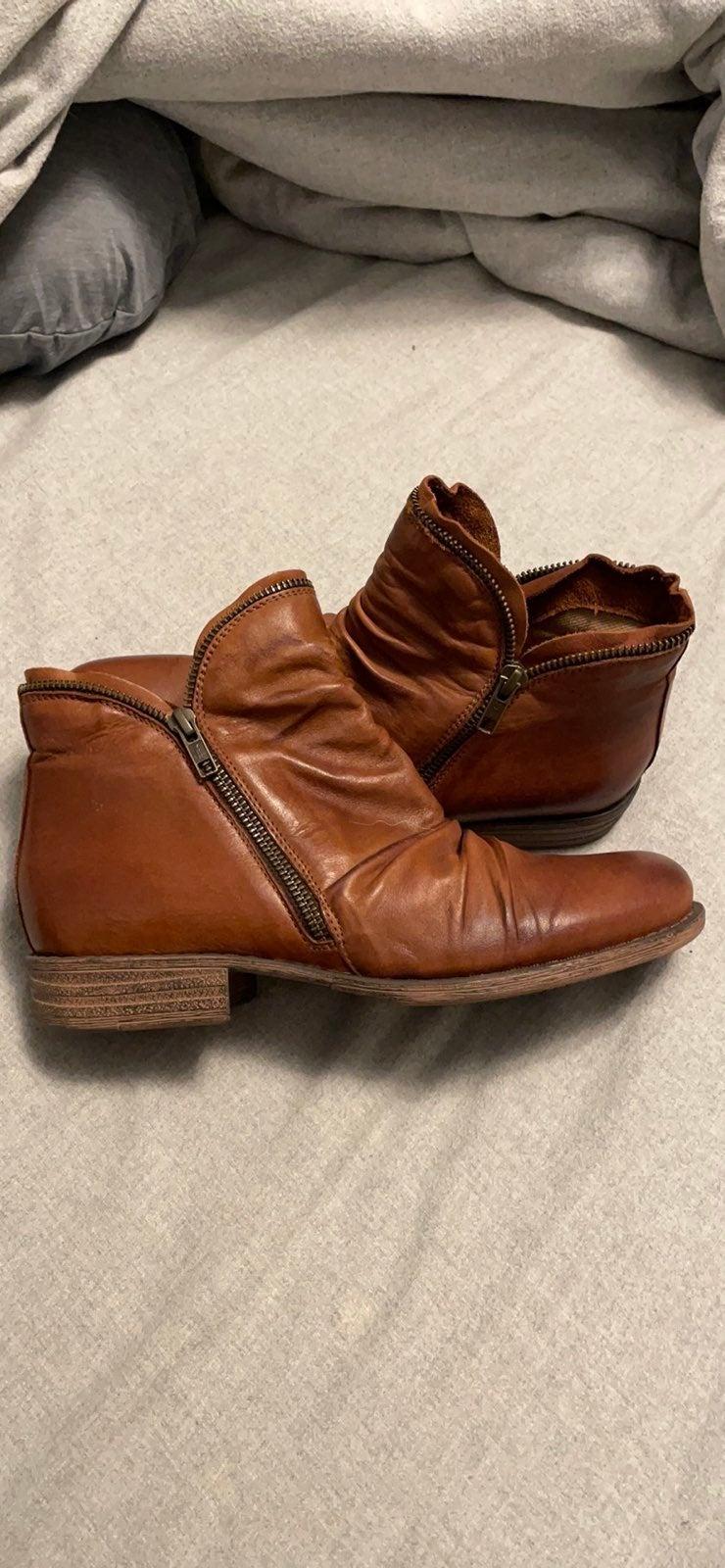 Miz Mooz Luna ankle boots in brandy, siz