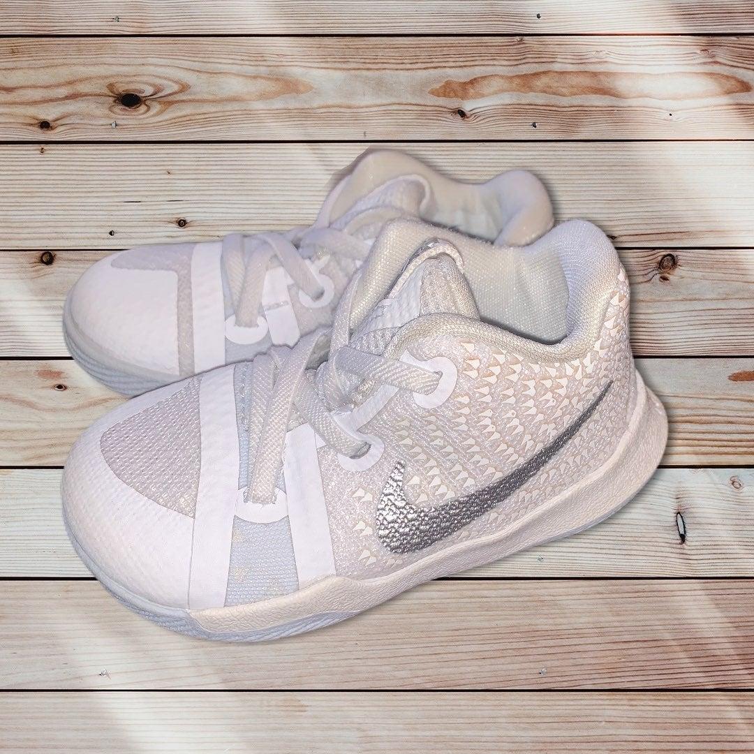 Nike Infant Kyrie 3 Basketball Shoes