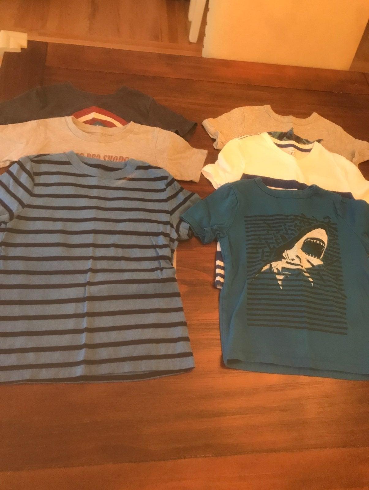 Boys XS t shirts gap