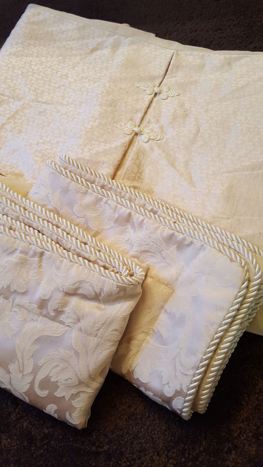 Pillow shams and bed skirt set
