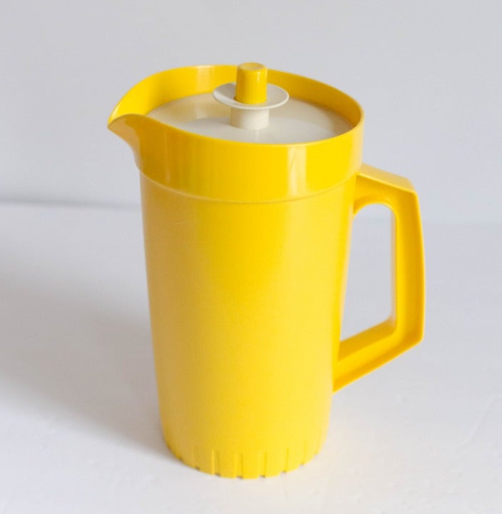 VINTAGE YELLOW TUPPERWARE 1 QT. Pitcher