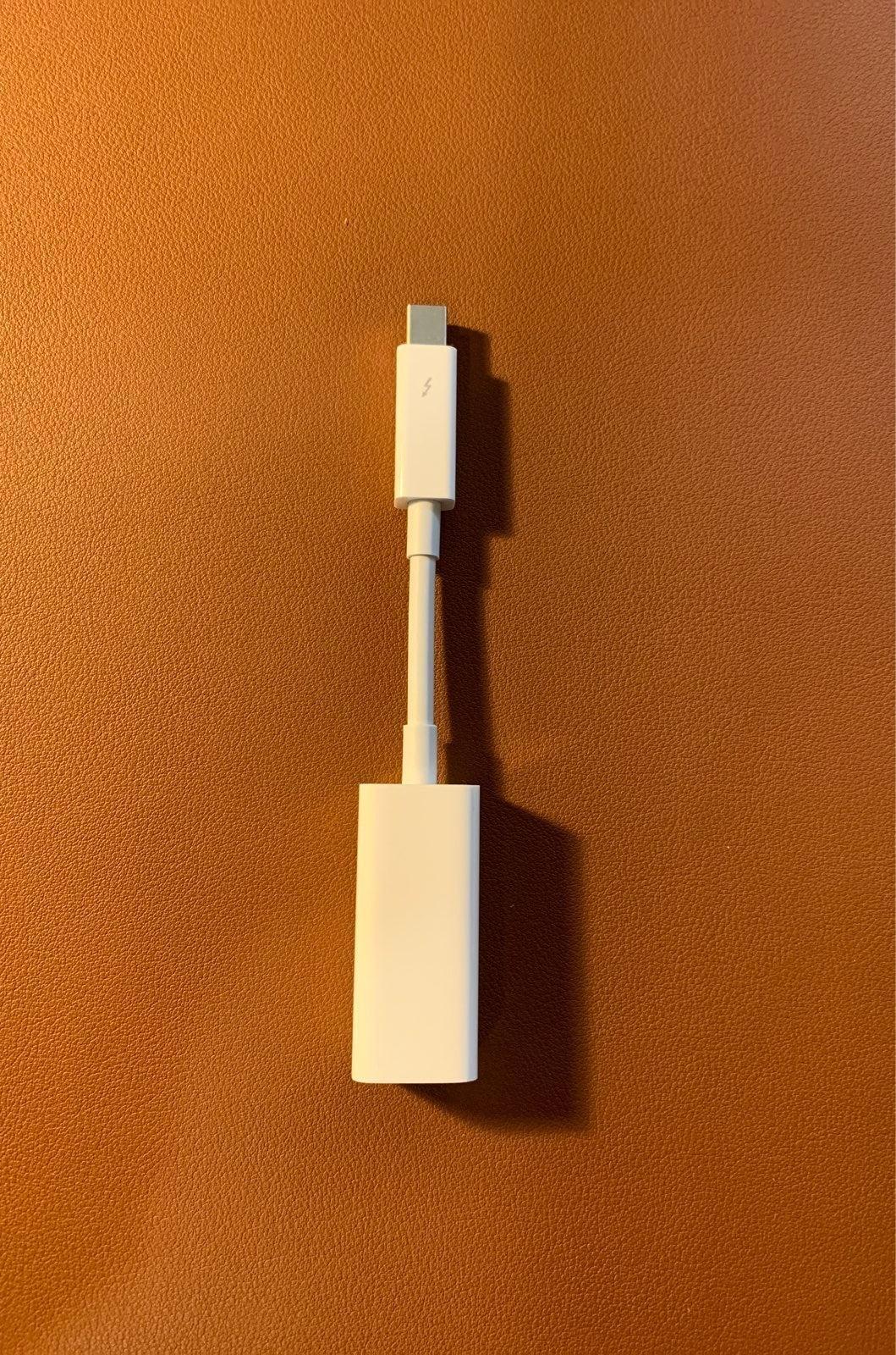 Apple Thunderbolt-to-Gigabit Ethernet Ad