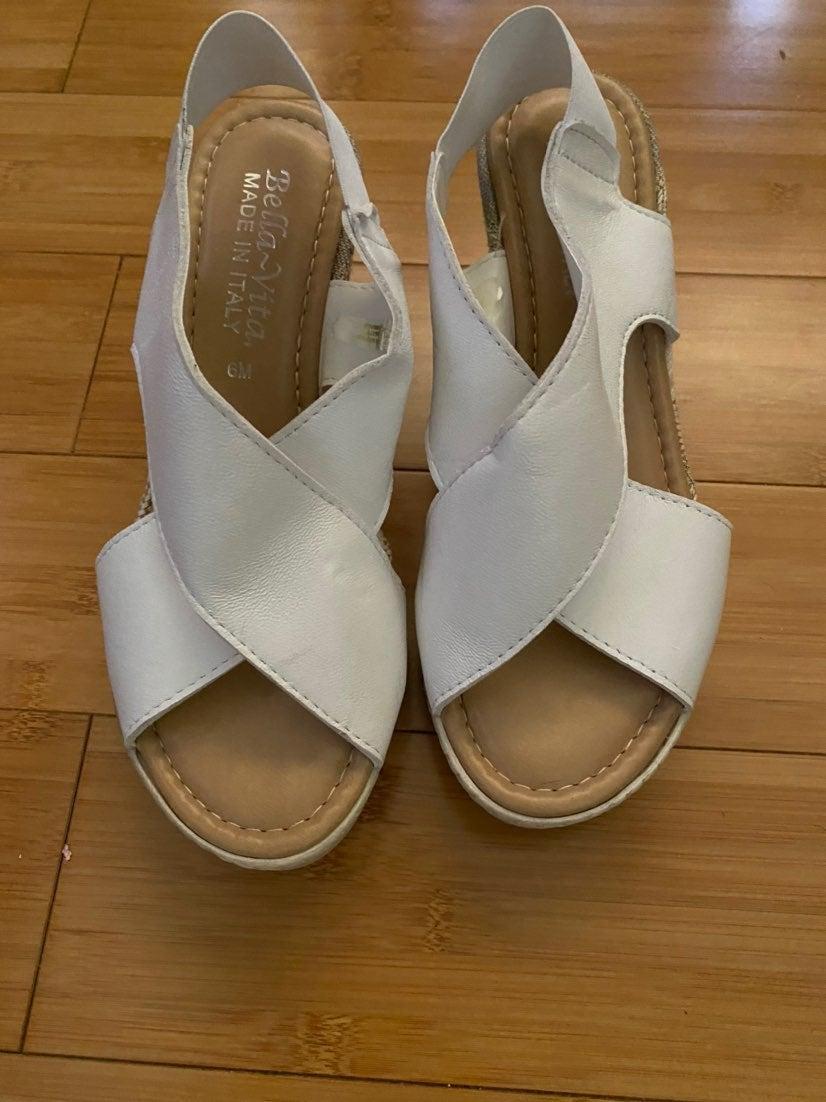 Woman's sandals size 6M