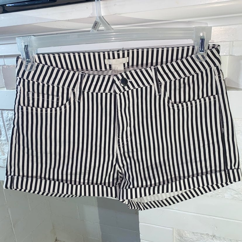 H&M Shorts White/black striped size 8