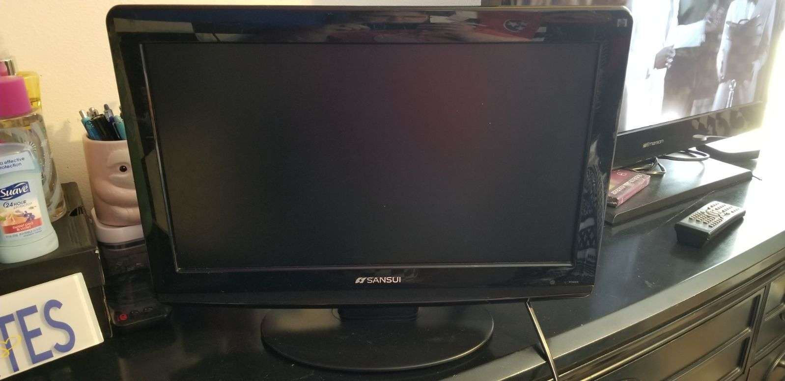 """18"""" Sansui TV with built in DVD player"""