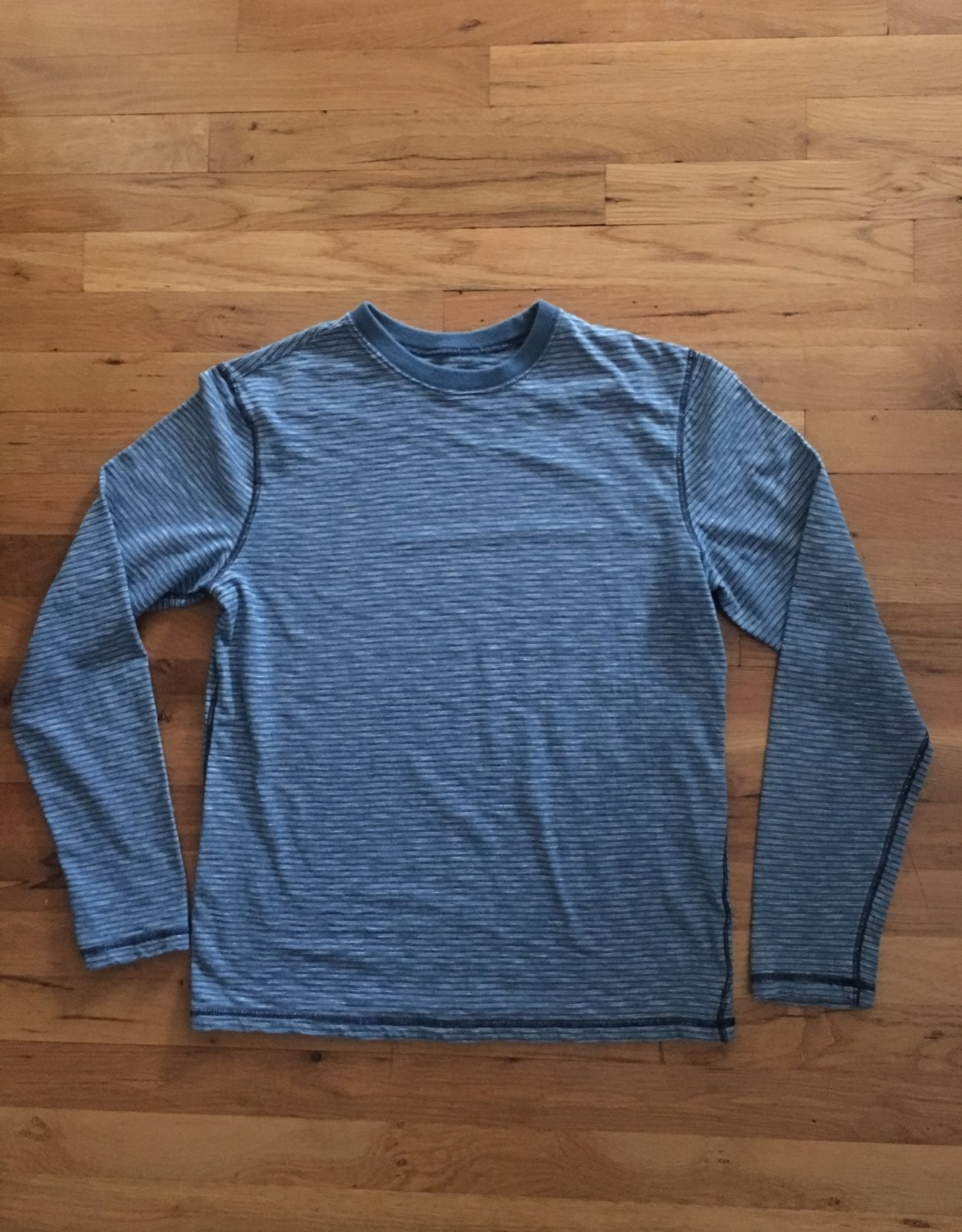 Long Sleeve Guys M priced to Sell