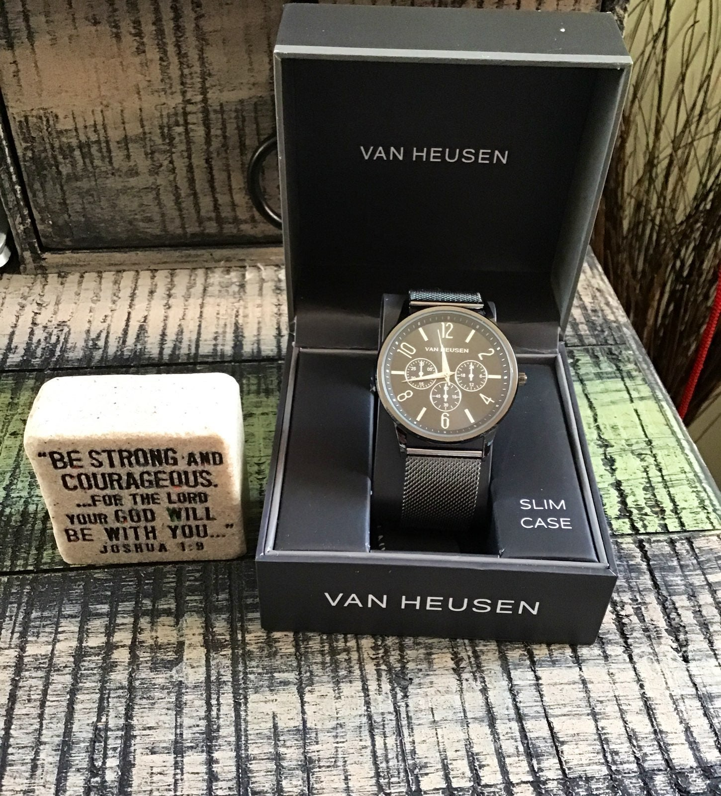 Brand New Elegant Mens Van Heusen Watch