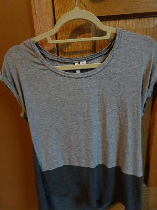 Two-tone grey top with open back